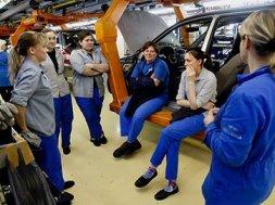 Работники АвтоВАЗа. Источник фото: fin-crisis.ru